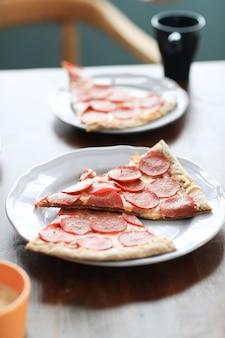 Pizza sur un plat