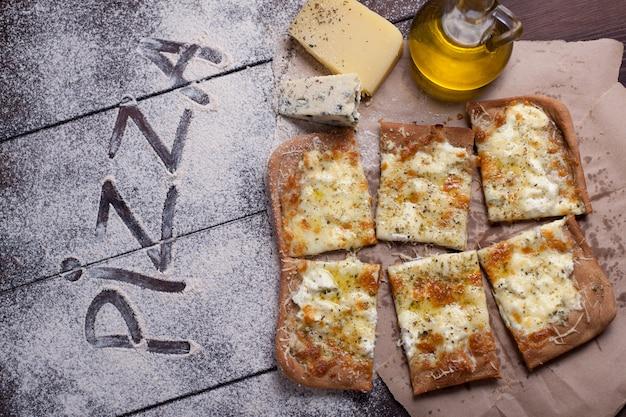 Pizza quatre fromages.