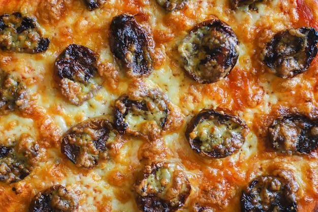 Pizza salami saucisses fromage restauration rapide