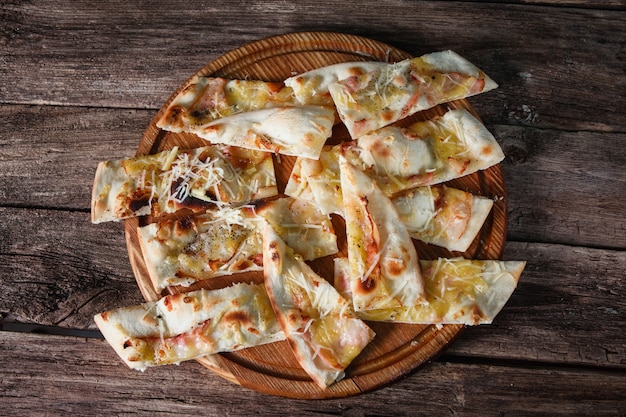 Pizza tranchées junk fast food habitude malsaine calories fatness concept