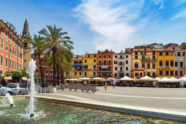 La place centrale de la ville de lerici, italie