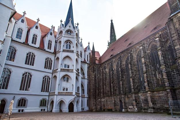 Place du château de meissen et vue sur la cathédrale à albrechtsburg