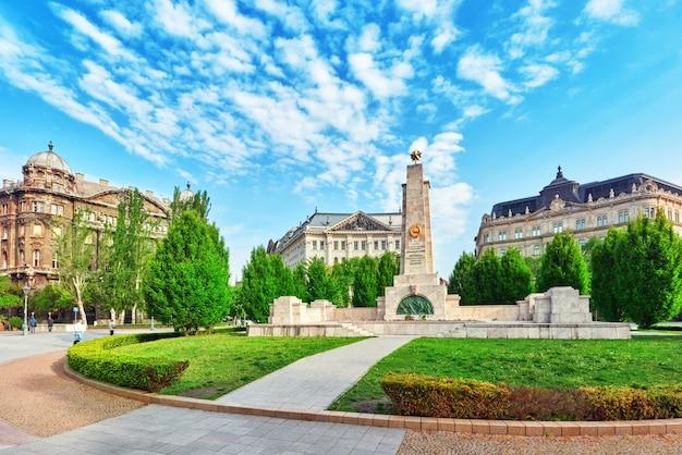 Place de la liberté située dans le quartier lipotvaros de budapest, hongrie
