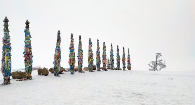 Placer le cap burhan sur l'île d'olhon du lac baïkal en russie en hiver