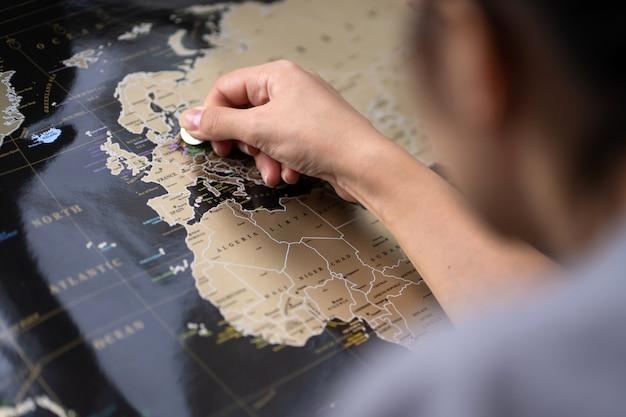 Placez le point sur la carte du monde. marquez sur la carte.