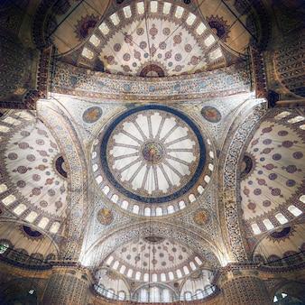 Plafond complexe de la mosquée bleue