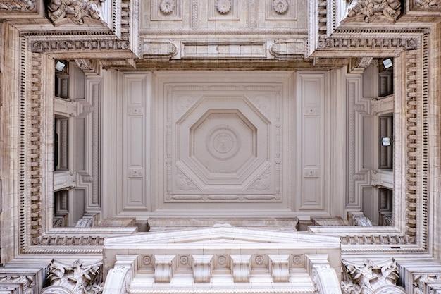 Plafond intérieur du palais de justice de bruxelles en belgique