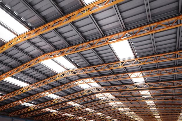 Plafond d'usine de rendu 3d avec poutre métallique