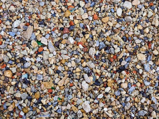 Plage de cailloux de roches de couleur bouchent fond de texture