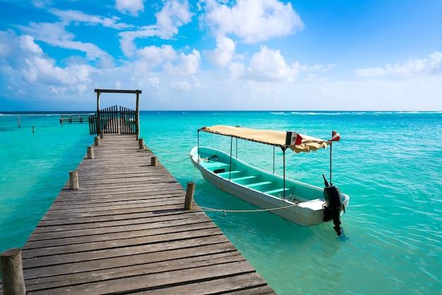 Plage des caraïbes mahahual sur la costa maya