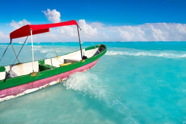 Plage des caraïbes à tulum sur la riviera maya