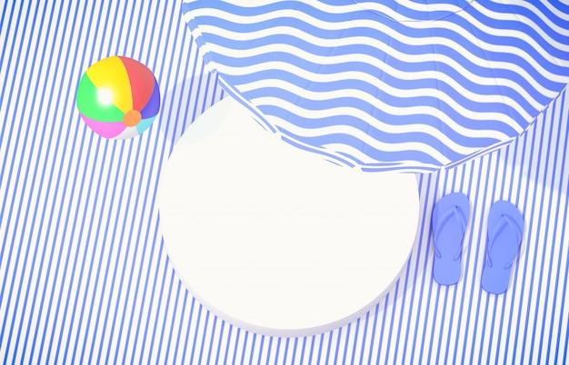 Plage d'été avec boîte cylindrique blanche pour l'affichage des produits