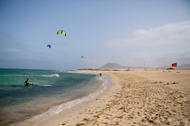 Plage sur l'île de fuerteventura, îles canaries