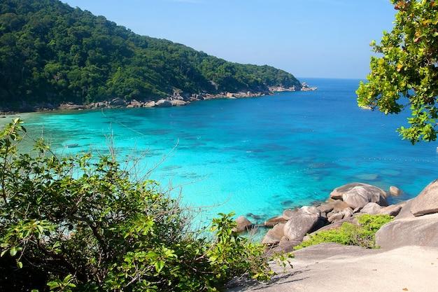 Plage Des îles Similan Dans La Mer D'andaman, Vue De Dessus. Tourisme, Asie, Voyage. Photo Premium