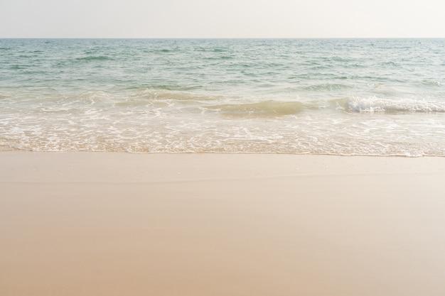 Plage et mer. mer et sable sur la plage tropicale pour fond de vacances.