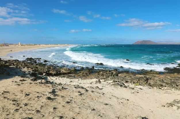 Plage de playa bajo negro à corralejo, fuerteventura, espagne