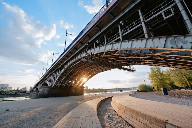 Plage près du pont