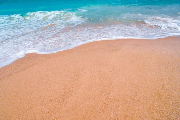 Plage propre de la nature tropicale et sable blanc en été