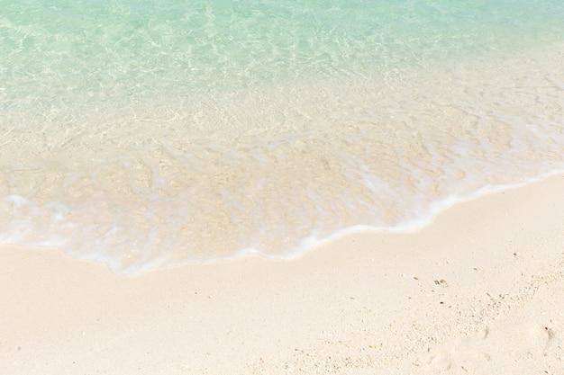 Plage de sable émeraude bleu sable blanc pour le fond.