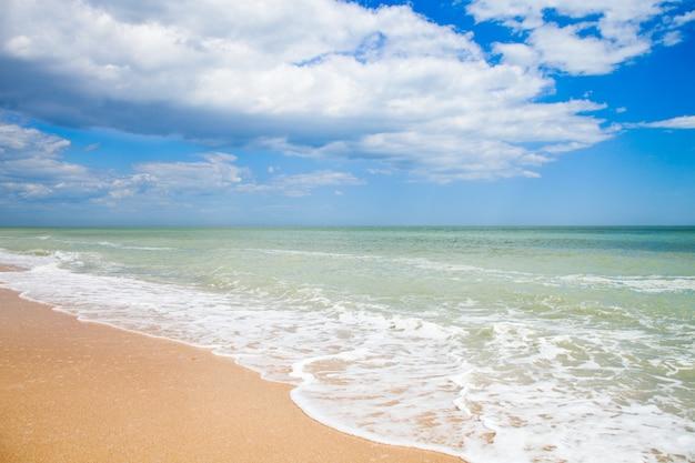 Plage de sable de la mer adriatique, italie