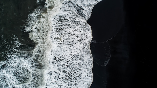 La plage de sable noir en islande