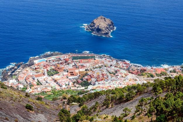 Plage de tenerife, îles canaries, espagne. panorama marin de garachiko.