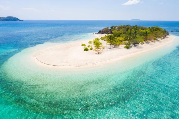 Plage tropicale à coron, philippines