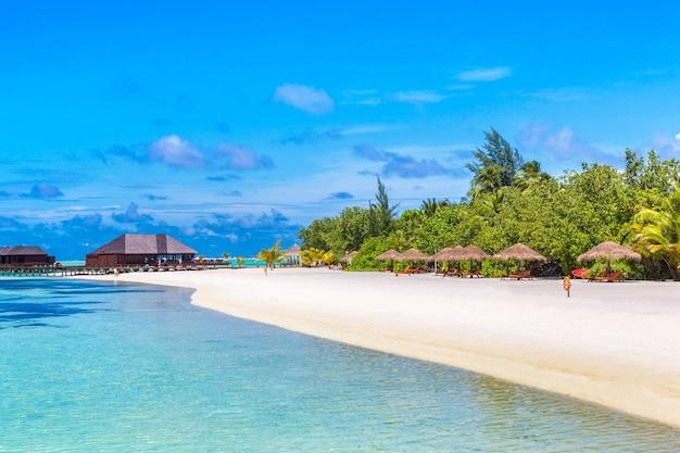 Plage tropicale sur l'île des maldives