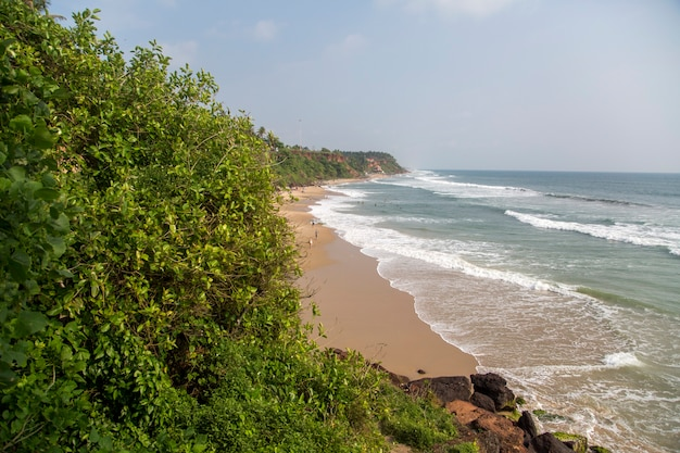 Plage de varkala dans l'état du kerala, inde