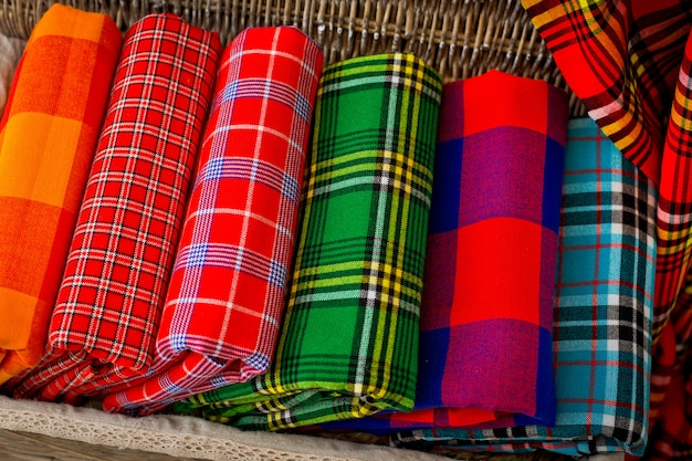 Plaids colorés de la tribu masaï. couvertures africaines du kenya et de tanzanie.