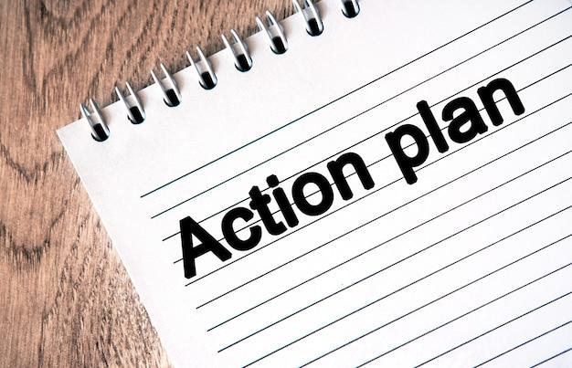 Un plan d'action pour atteindre vos objectifs. texte sur un cahier