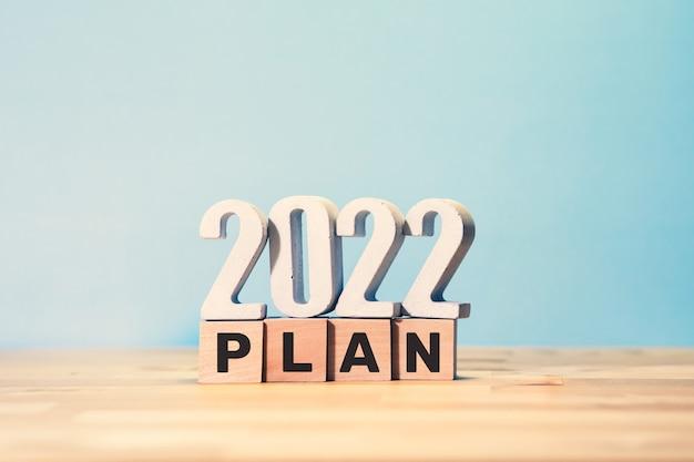 Plan d'affaires 2022 avec texte sur boîte en bois.vision à succès.objectif et concepts de gestion