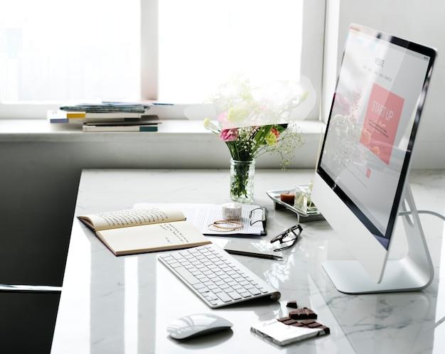 Plan d'affaires de démarrage sur écran d'ordinateur