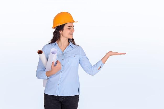 Plan d'architecte femme tenue.