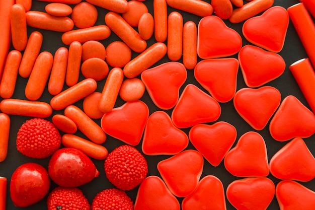 Plan complet de différents bonbons rouges