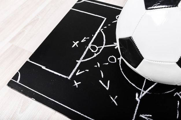 Plan de craie de football avec tactique de formation