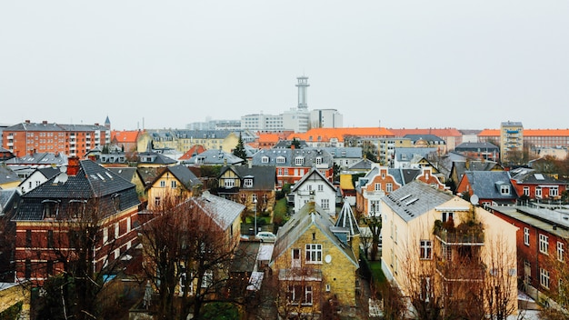 Plan large de maisons et d'immeubles dans la ville de copenhague, danemark