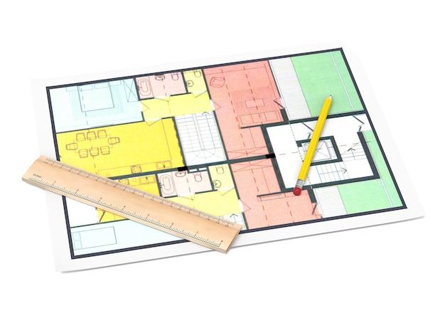 Plan de maison avec un crayon et une règle sur blanc