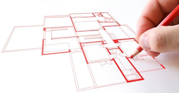 Plan de maison dessin au crayon rouge sur papier