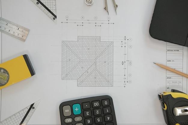 Plan de maison de projet immobilier sur le lieu de travail architecte ingénieur.