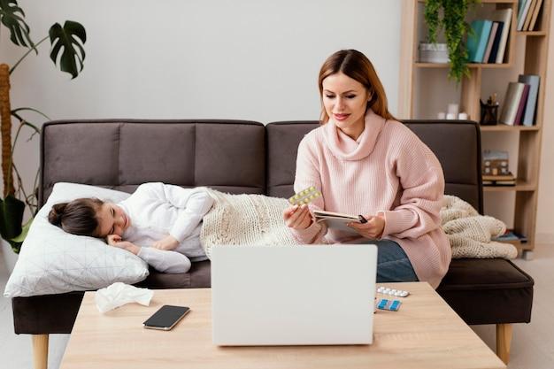 Plan moyen mère et enfant malade
