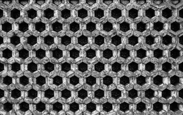 Plan en niveaux de gris de tubes métalliques empilés les uns sur les autres