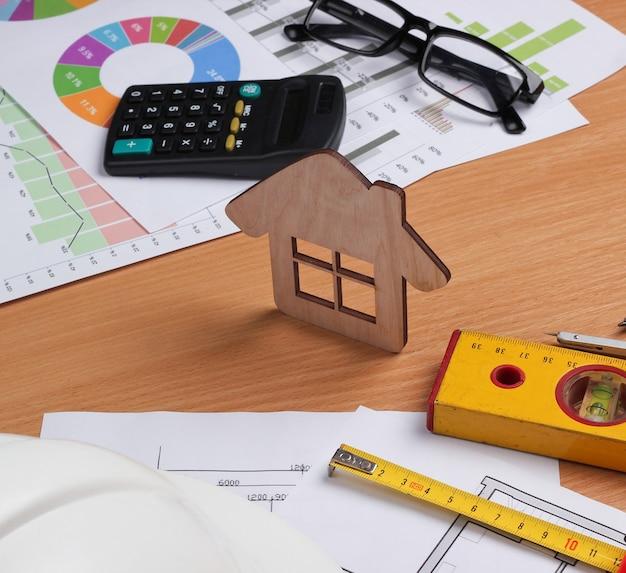 Plan de projet architectural, statistiques et graphiques. outils d'ingénierie et fournitures de bureau sur table, espace de travail. concept de construction de maison