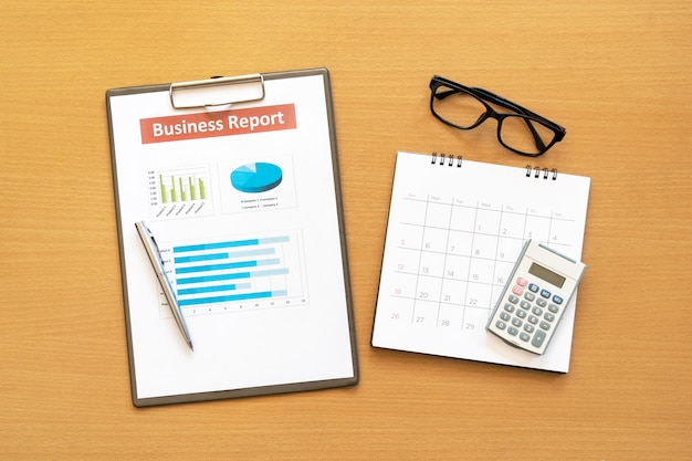 Plan de rapport d'activité mis sur le bureau. données pour faire du travail