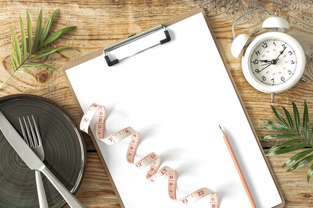Plan de repas. concept de régime et de perte de poids. vue d'en-haut. mise à plat. copie espace