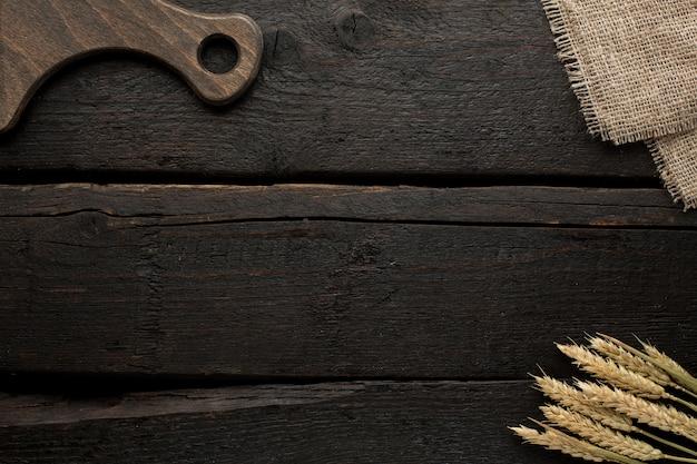 Planche et blé sur bois