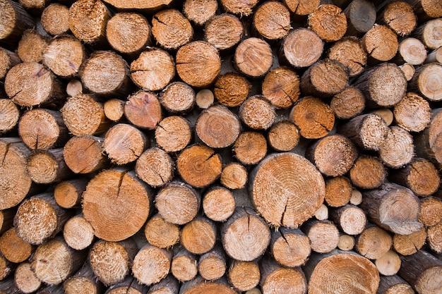 Planche de bois fissurée
