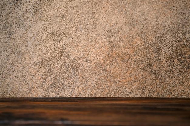Planche de bois marron texturé.