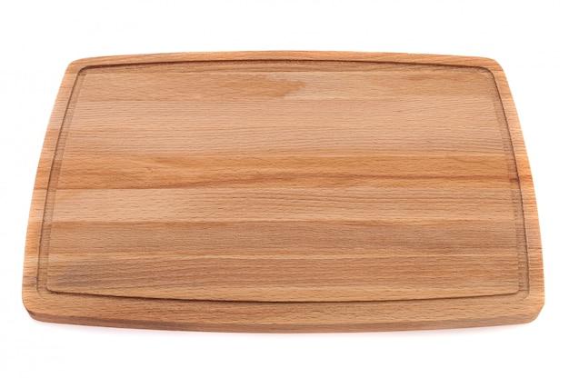 Planche de bois pour couper la viande avec la circulation sanguine sur fond blanc.