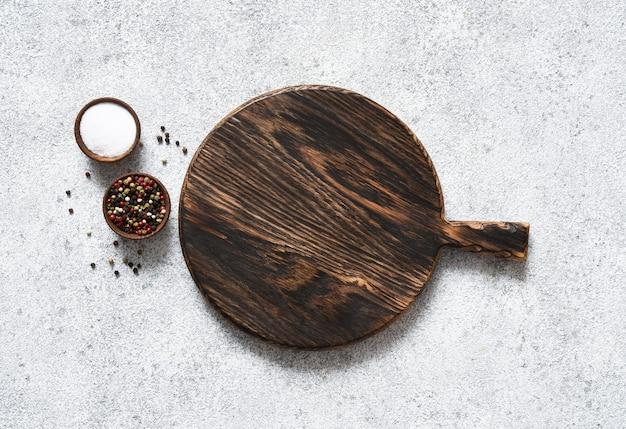 Planche à découper au romarin et aux épices